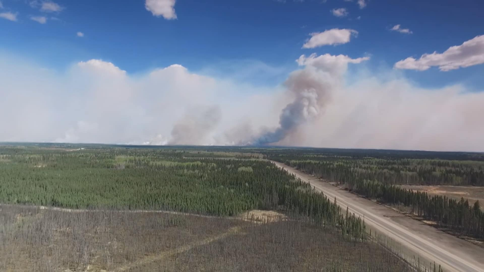 Escort Fort Mcmurray >> Fort Mcmurray Exodus Convoy Of Evacuees Get 1st Glimpse Of Fire