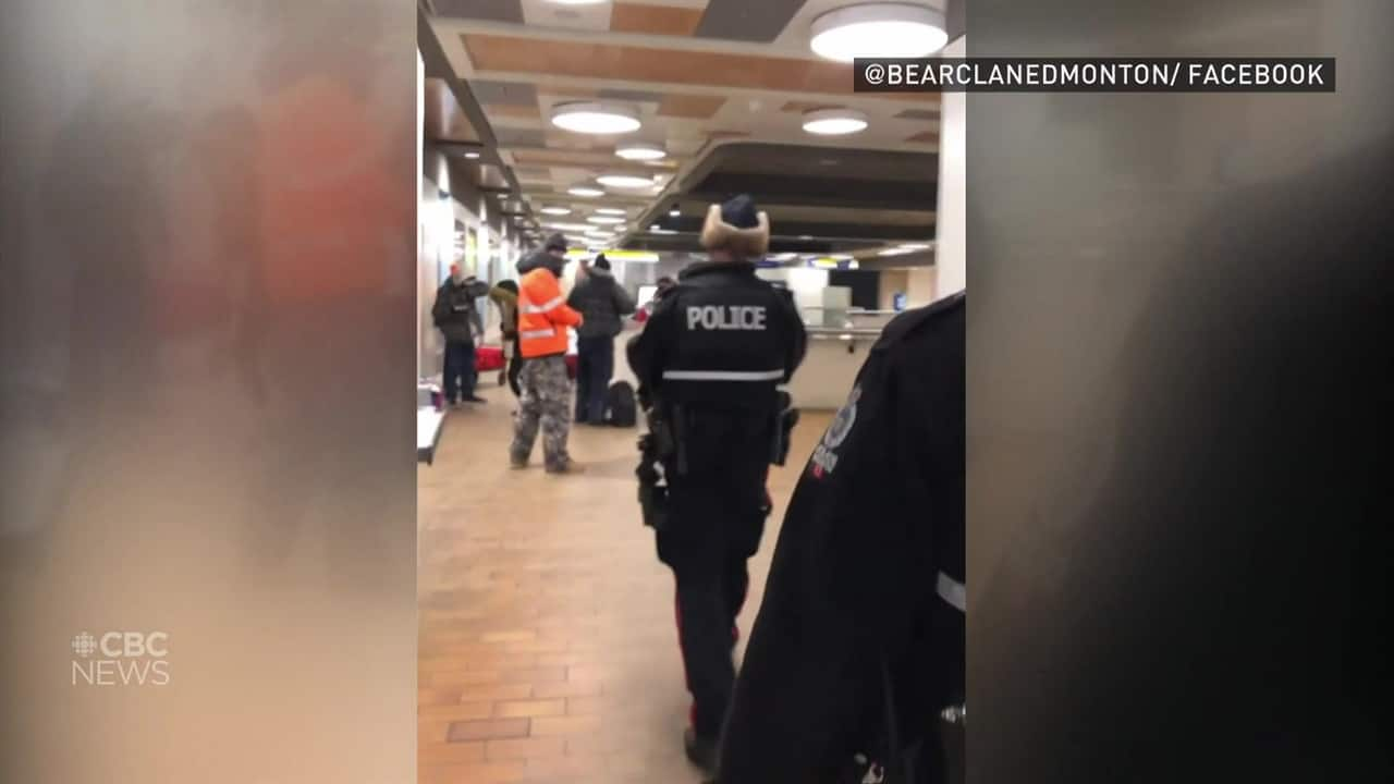 Video shows Edmonton police forcing people out of LRT station into –21 C weather