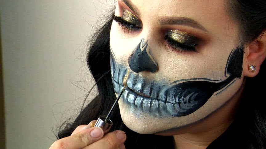 Halloween Looks With Everyday Makeup.Makeup Artist Creates Amazing Halloween Looks With Stuff You Have At Home