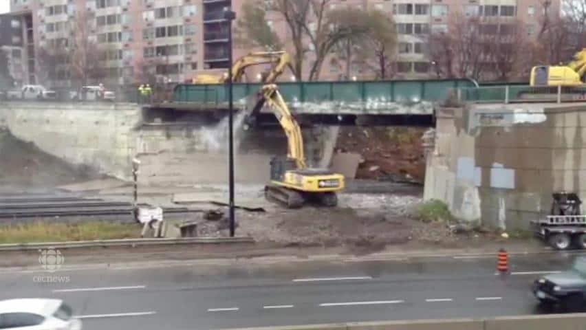Gardiner Expressway : Bridge demolitions disrupting gardiner expressway go train