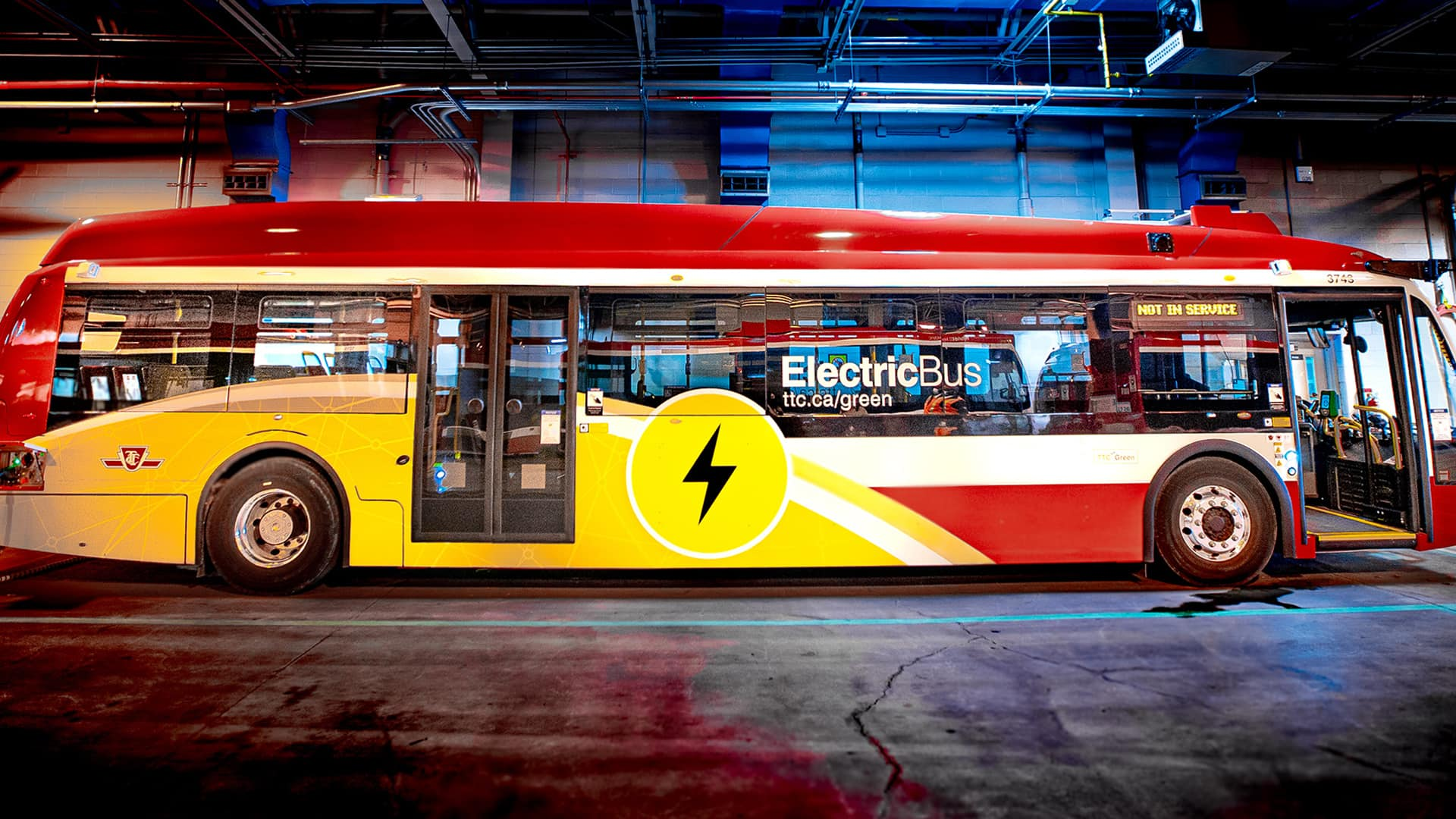 What cities Could learn from the Greatest electric bus fleet in North America (Yes, it's Canadian) thumbnail