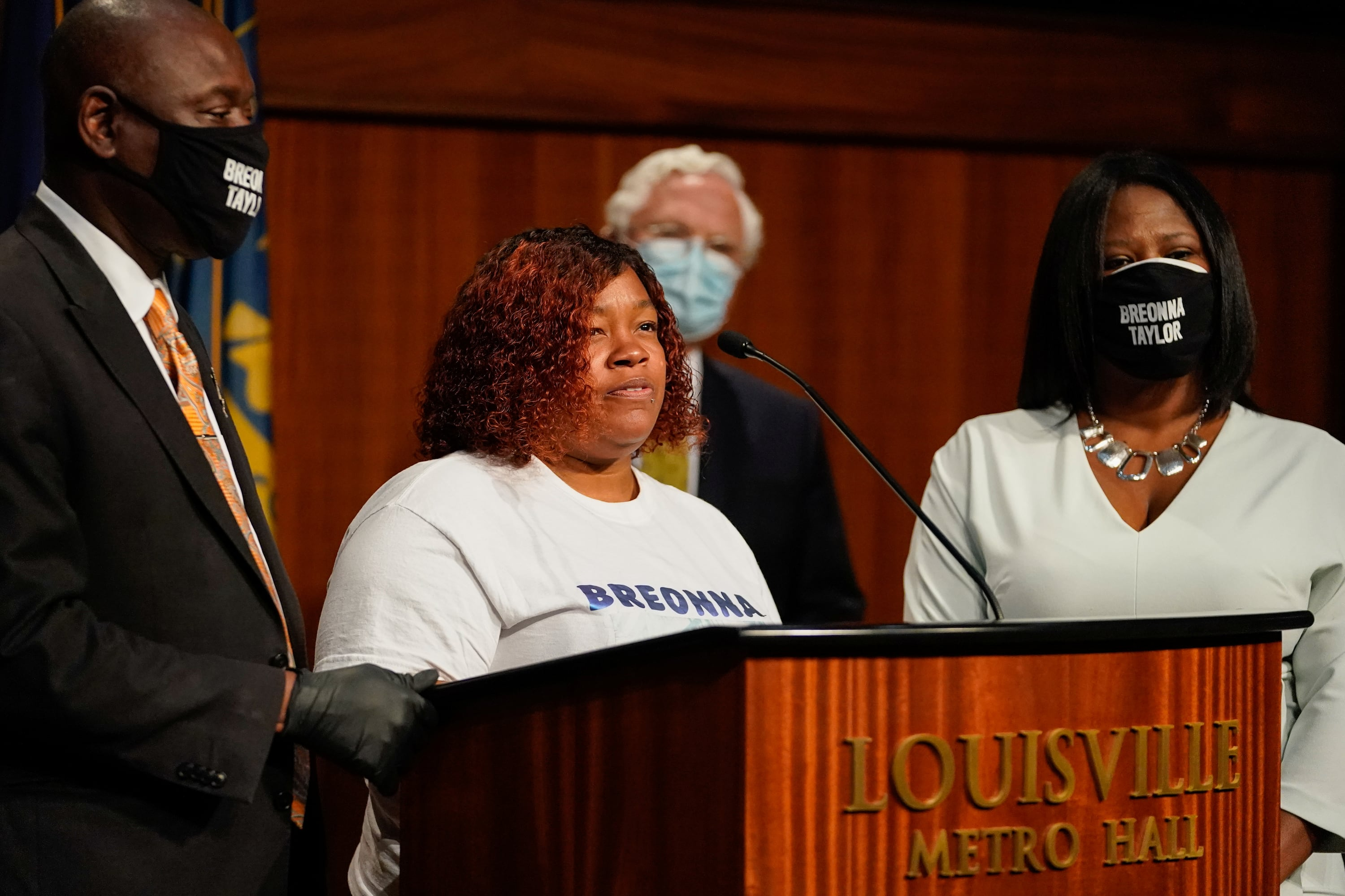Louisville To Pay Family Of Police Shooting Victim Breonna Taylor 12m Bring In Police Reforms Cbc News