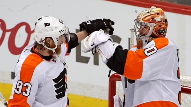 Flyers stay alive as Sean Couturier s late goal forces Penguins to ... b79dcce9f