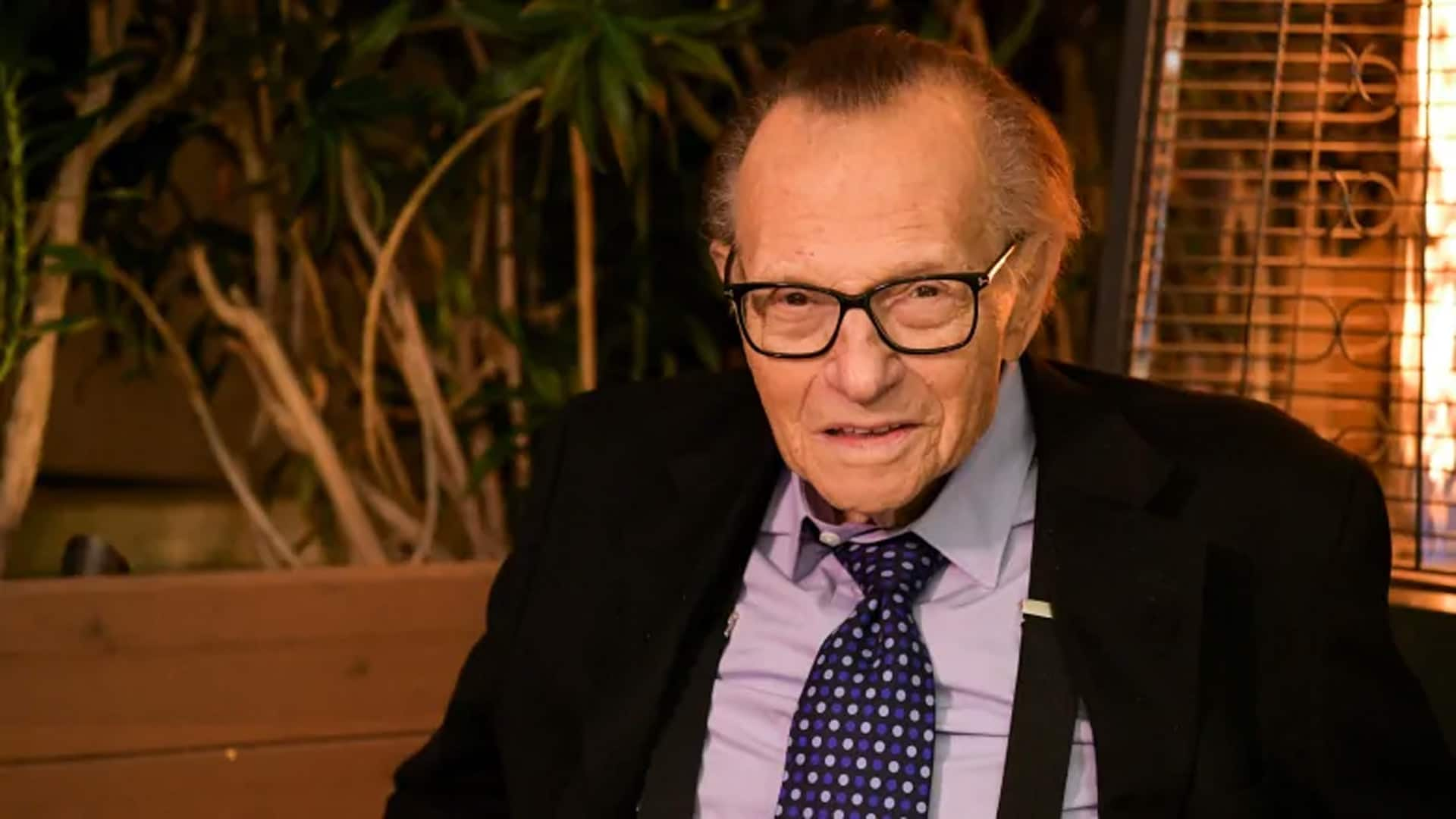 Larry King, renowned television and radio host, dies at 87 thumbnail