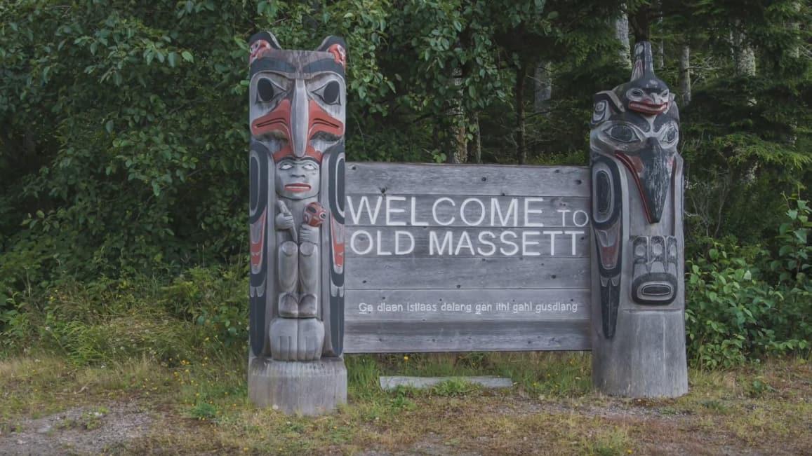 Watchmen raven bear totem pole by rufus moody haida artist