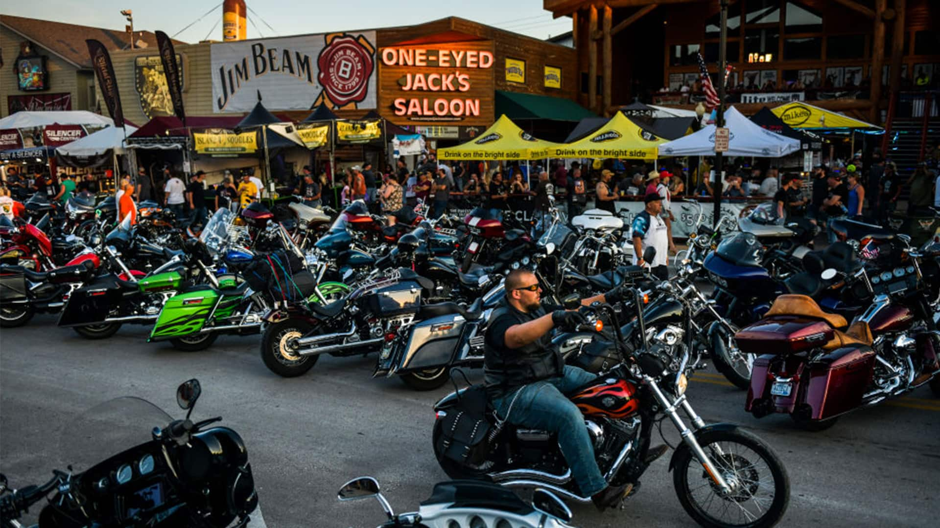 Bikers Descend On South Dakota For Massive Rally With Scant Covid 19 Precautions Cbc News